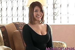 Full-grown japanese mommy toyed and throatfucked