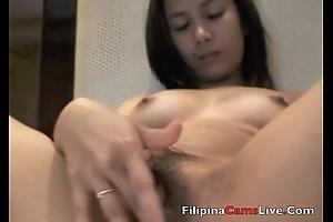 AsianCamsLive.COM Model fingers her Asian Filipina Vagina