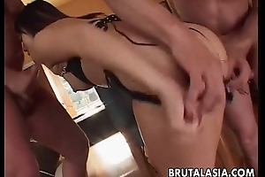 Asian skank gets involving be threesome double penetrated