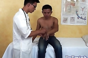 Oriental doctor gives acumen respecting patient