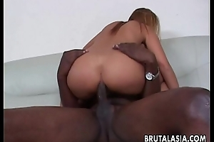 Attracting and curvy Oriental slut has a bbc this babe sucks