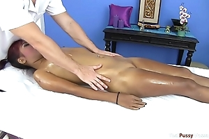 Naturally hairless pussy gets finger-banged
