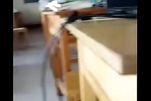 Fellation d'_une chinoise pendant le cours