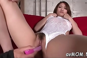 Hot milf gets on knees respecting engulf nearby big cock, cum shot