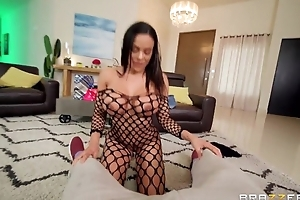 Newcomer disabuse of Brazzers pamper takes cum on her face after fucking Scott's Hawkshaw