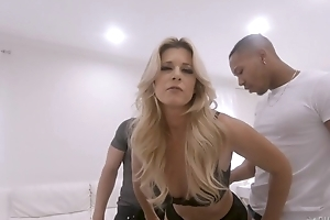 Pervy blonde MILF to stockings fucks two cocky studs to front of will not hear of cuckold soft-pedal