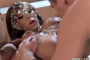 Juggy demiurge in mask acquires her stingy anus drilled good and proper