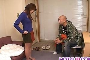 Juri Wakatsuki uses vibrator prevalent her crack